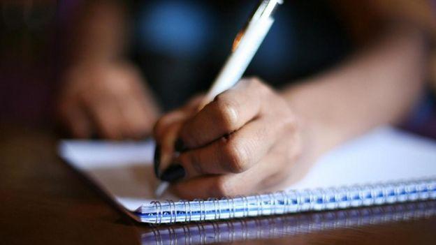 Una mano persona scrittura