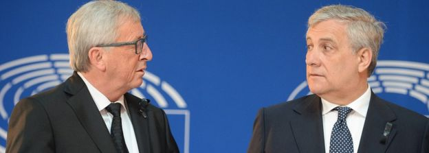 Antonio Tajani (R) with Jean-Claude Juncker (file pic)