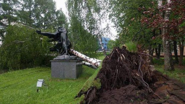 Памятник в центре подготовки космонавтов, звездный городок