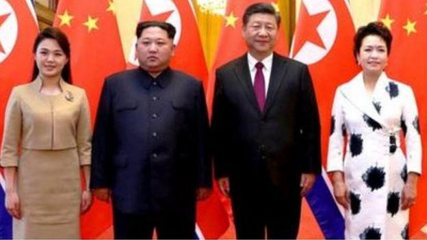Les deux leaders et leurs épouses