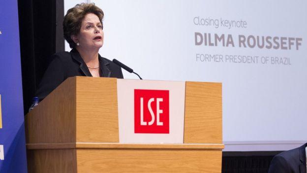 A ex-presidente Dilma Rousseff em palestra