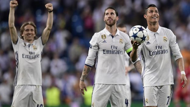 Los jugadores del Real Madrid celebran