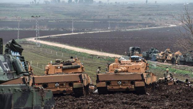 Suriye sınırına konuşlanan Türk tankları