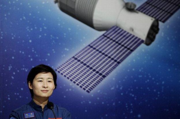 Çin'in ilk kadın astronotu Liu Yang