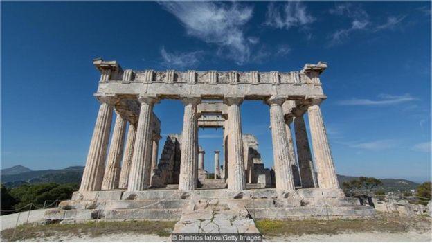 據稱,埃伊納島 (Aegina) 的阿菲亞 (Aphaia) 神廟與希臘其他幾座神廟構成一個等腰三角形。