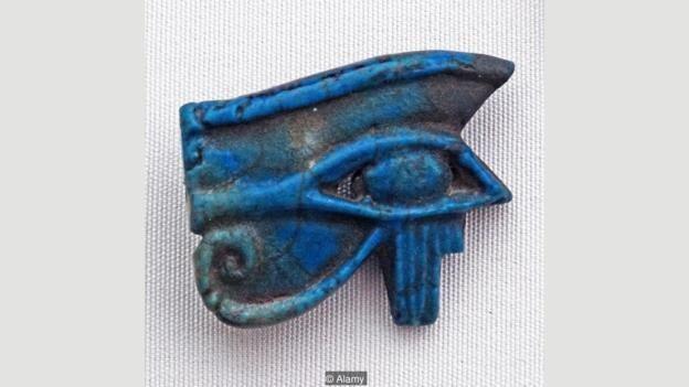 escultura com olho de horus