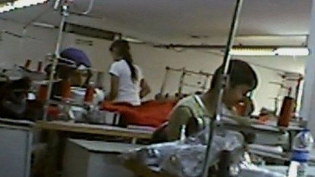 Türkiye'deki tekstil atölyelerinde çalışan çocuk işçiler.