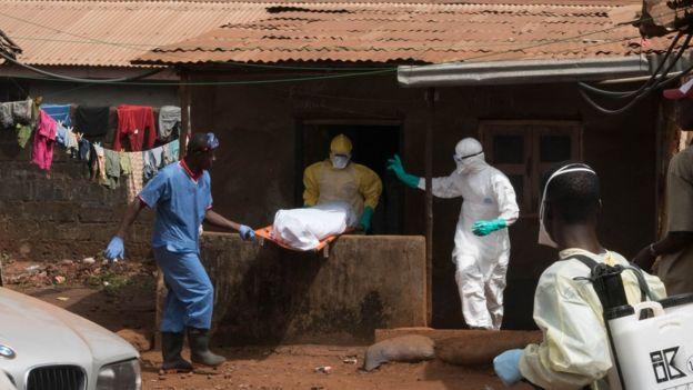Freetown'daki Ebola mezar ekibi, Sierra Leone (dosya resmi)