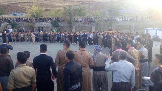 در بعضی شهرهای ایران هم کردها برای همهپرسی استقلال اقلیم شادمانی کردند - رقص در بانه