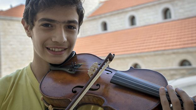 Oxford University lent historic violin to Syrian teenage violinist
