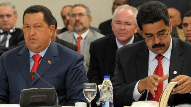 Hugo Chávez y Nicolás Maduro.