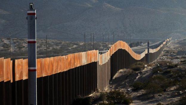 стена на границу Мексики и США