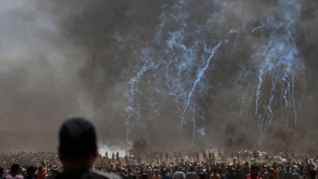 Confronto entre palestinos e israelenses em Gaza em 14 de maio de 2018