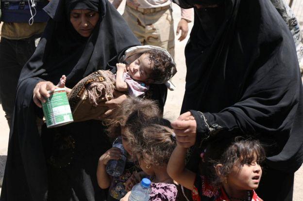 Displaced Iraqi civilians escape Mosul's Old City on 24 June 2017