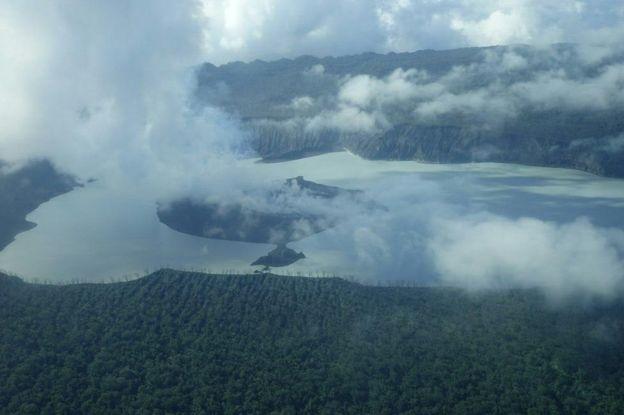 تخلیه کامل جزیره در پی فعال شدن کوه آتشفشانی در اقیانوس آرام