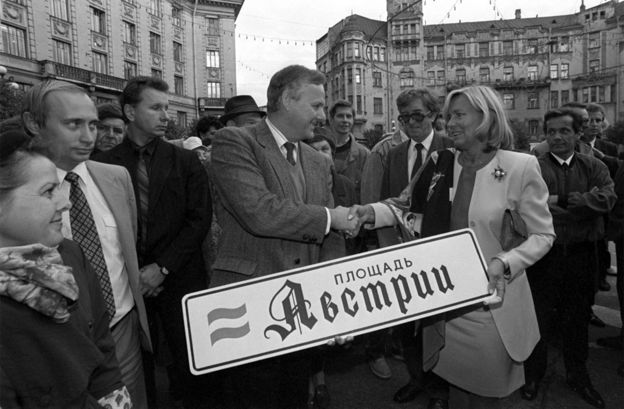 Mayor Anatoly Sobchak opens Austria Square in St Petersburg in September 1992, with Vladimir Putin (left) in attendance