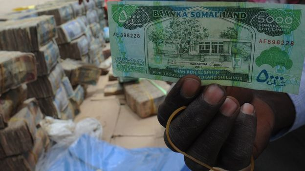_88184534_somaliland_banknote_080312_afp