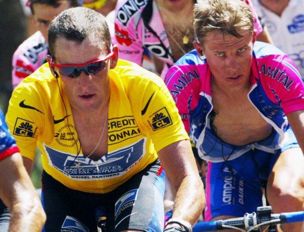 Raimondas Rumsas (R) in 2002 Tour de France
