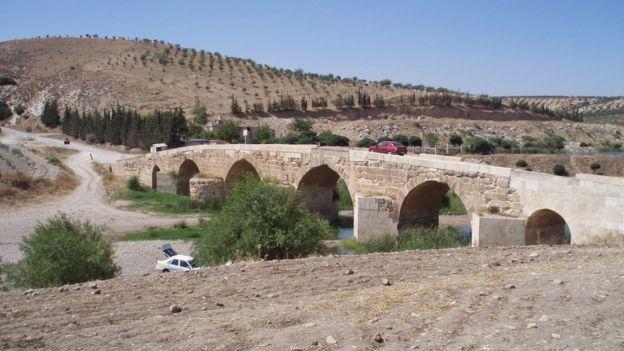 Afrin Nehri üzerinde Roma döneminden kalma bir köprü