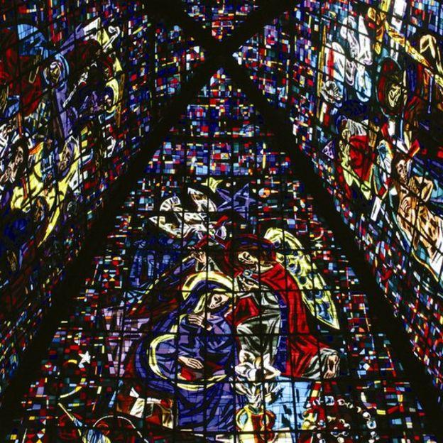 Vitral de la capilla de los Santos Apóstoles.
