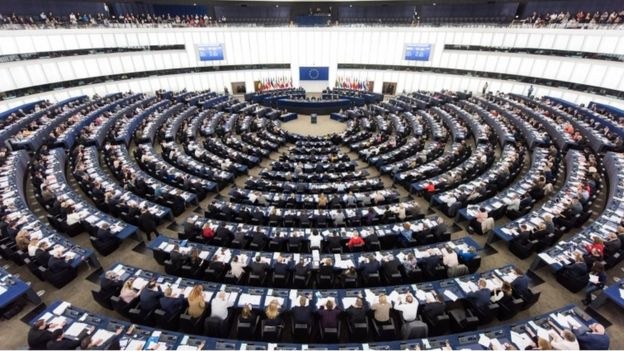 Wide shot showing wide breadth of European Parliament delegation