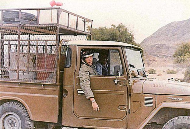 Gad, Sudan'da bir kamyonda başka bir İsrailli ile birlikte