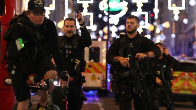 полиция на Оксфорд-стрит