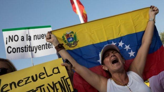 Abanya Venezuwela baba mu gihugu n'abatuye hanze yacyo bakoze imyigaraga,byo yamagana leta
