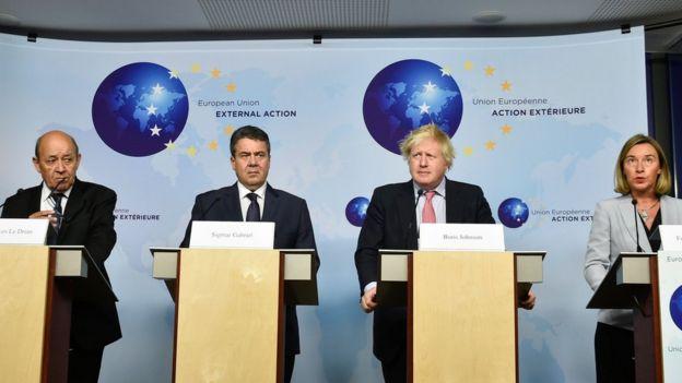 از چپ به راست: وزیران خارجه فرانسه، آلمان، بریتانیا و مسئول سیاست خارجی اتحادیه اروپا