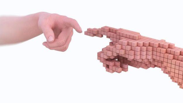 Una mano humana y otra hecha de píxeles que se tocan