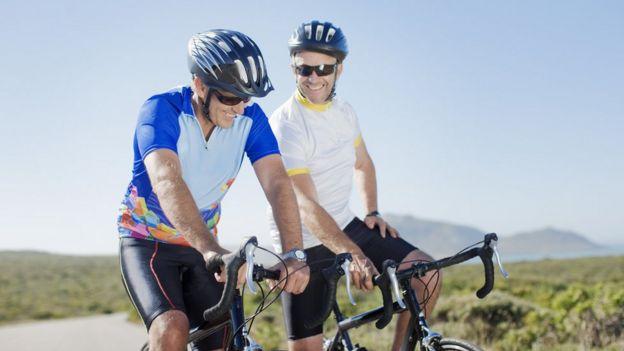 Ciclistas sonriendo