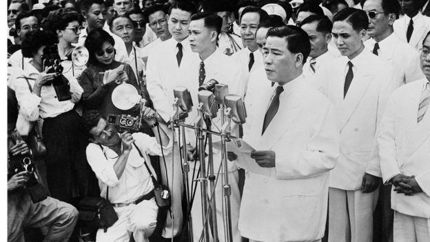 Image result for Ông Ngô Đình Diệm phát biểu trong ngày thành lập Việt Nam Cộng hòa ngày 10/10/1955.