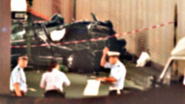 he wreckage of Princess Diana's car lies in a Paris tunnel 31 August, 1997