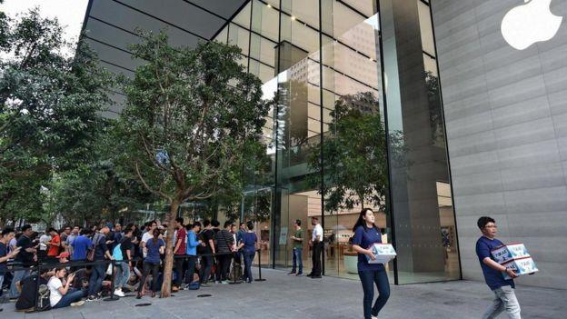 Los singapurenses son capaces de hacer filas interminables para comprar el último modelo de un teléfono o cualquier otra novedad que esté de moda.