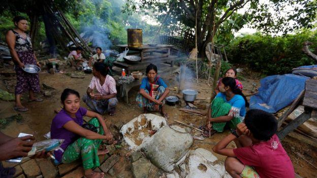 Budhistaha Rakhine ayaa sidoo kale ka qaxay guryahooda