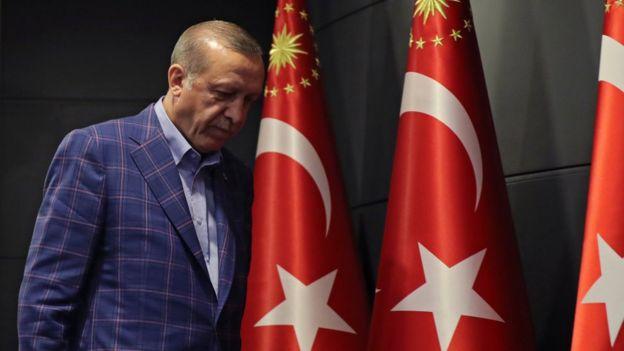 Erdogan tras pronunciar un discurso