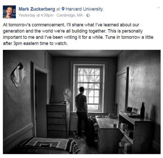 Zuckerberg en su antigua habitación de Harvard.
