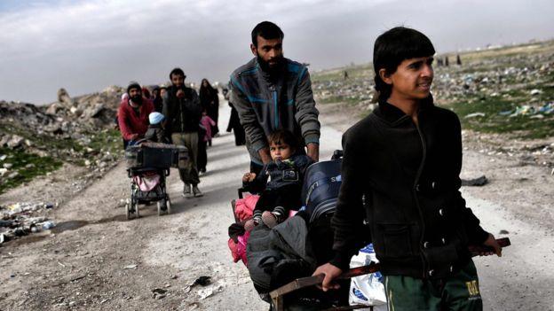 Família tentando escapar de Mosul