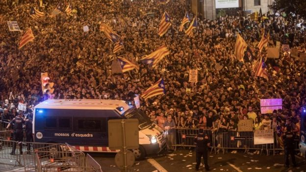 Thousands of people pictured on 3 October chant slogans to protest against the violence that marred Catalonia's referendum vote.