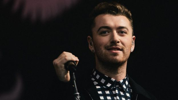 El cantante británico Sam Smith se operó de una hemorragia en su cuerda vocal en 2015.