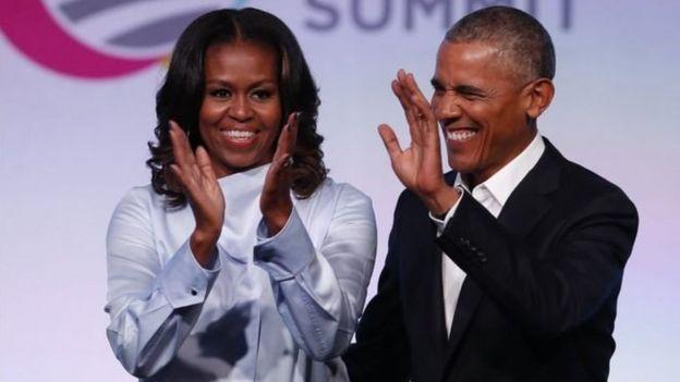 الرئيس الأمريكي السابق باراك أوباما وزوجته ميشيل
