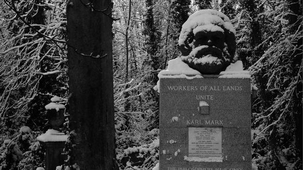 馬克思葬於倫敦北部的海格特公墓