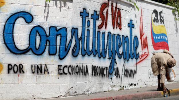 Grafiti en que se lee Constituyente por una Economía Productiva