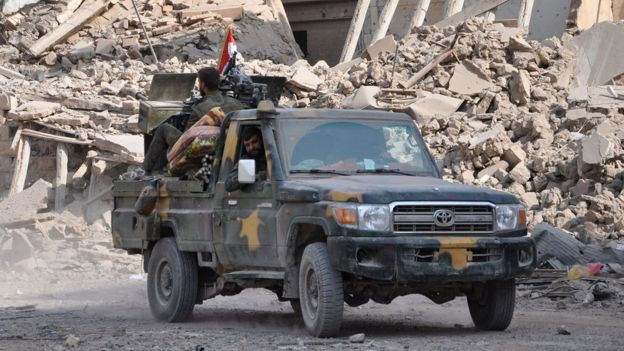 Syrian pro-government forces patrol the eastern city of Deir al-Zour on 4 November 2017