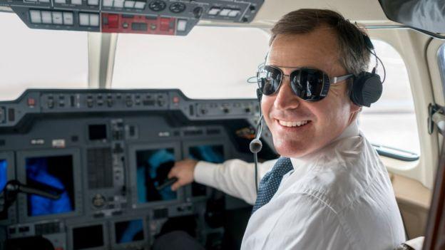 Por qué se ha vuelto tan lucrativo convertirse en piloto de avión comercial
