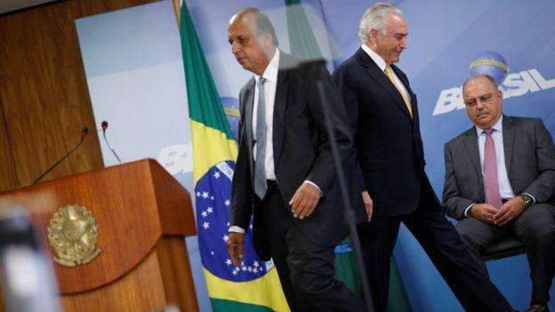 Michel Temer e governador Luiz Fernando Pezão no dia em que foi decretada intervenção no Rio