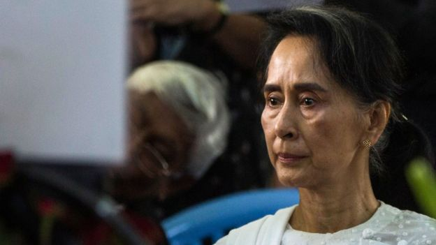 Myanmar's State Counsellor Aung San Suu Kyi attends the funeral service for the National League for Democracy (NLD) party's former chairman Aung Shwe in Yangon on 17 August 2017.