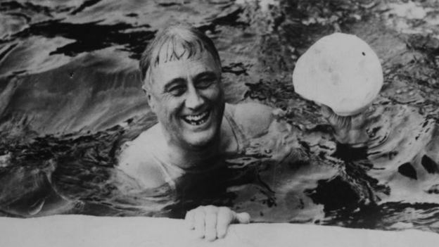 Roosevelt nadando tras ganar las elecciones en 1932
