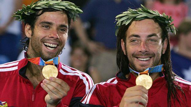 Fernando González (izquierda) y Nicolás Massú
