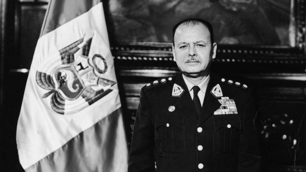 Juan Velasco al tomar el gobierno